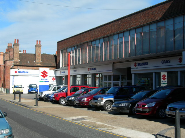 Image of car dealership in the sunshine