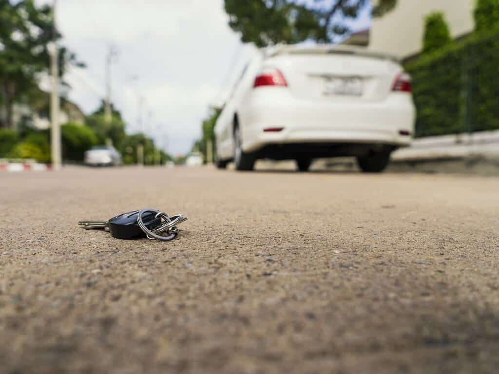 lost-car-keys-on-ground