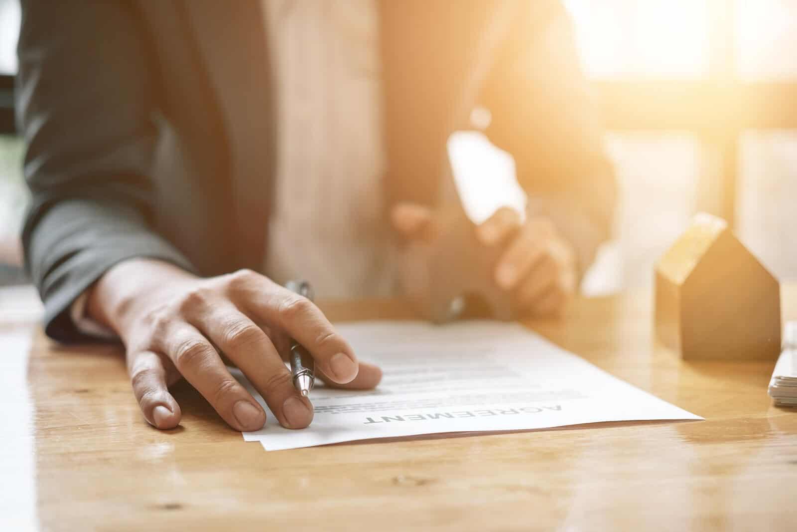 Real estate agent signing rental agreemenr